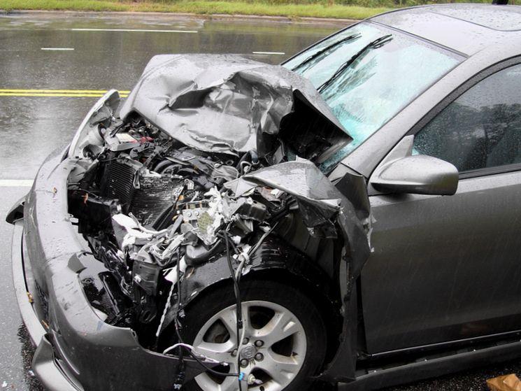 По каким признакам узнать была ли бита машина в лобовом ударе